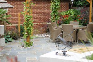 curvy-modern-garden